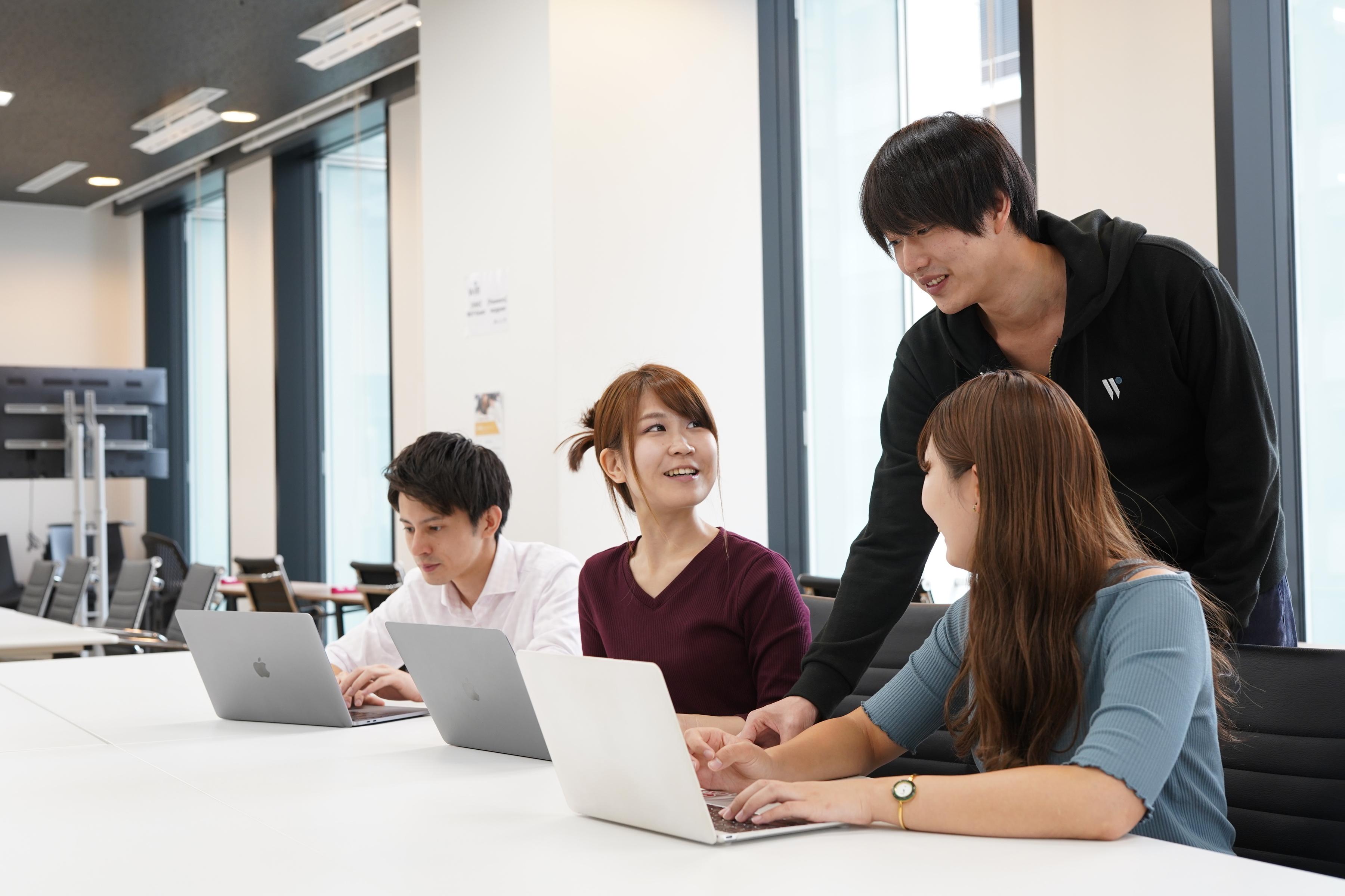 ITエンジニアを育てる「DMM WEBCAMP」!プログラミングスクールにおけるメンターをできるフリーランスエンジニア募集(東京)