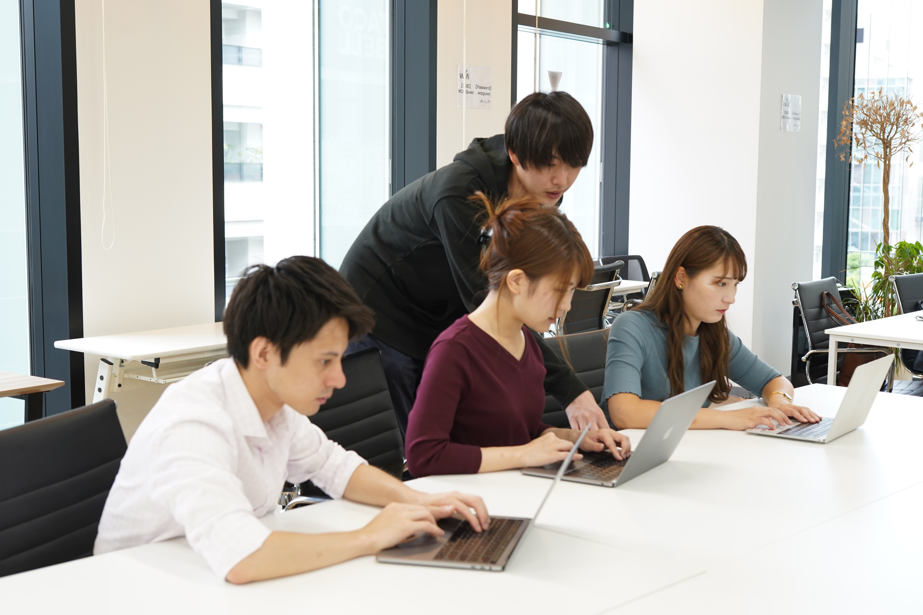 プログラミングスクール「DMM WEBCAMP」! ITエンジニアを育てるメンターをやってくださるフリーランスエンジニア募集!(東京)